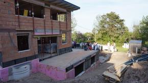 Beton-, Holz-, und Ziegelhaus im Vergleich